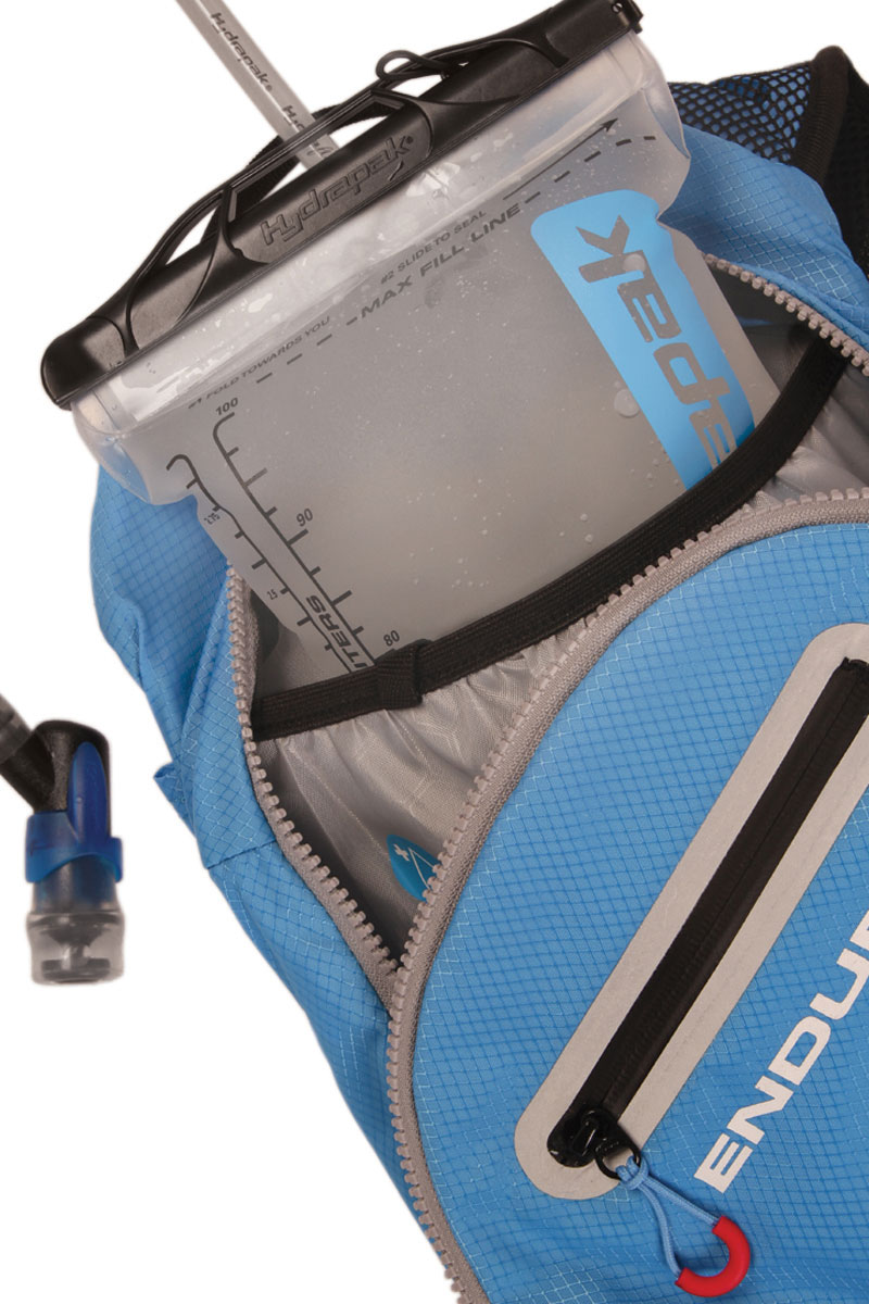 HydrapakⓇ hydration pack (3 litres) included