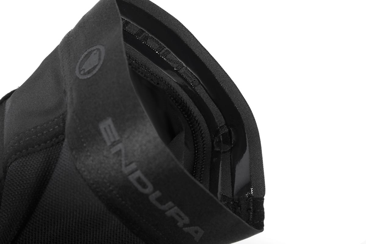 Elastic jacquard cuff with silicone gripper provides secure comfort