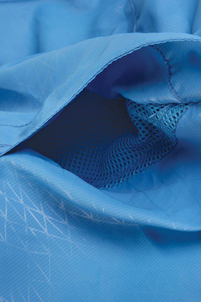 Underarm mesh vents for enhanced breathability