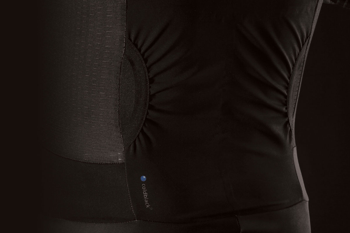High wicking main body fabric with coldblackⓇ technology, UPF 50+ protection and mesh side panels manage body temperature