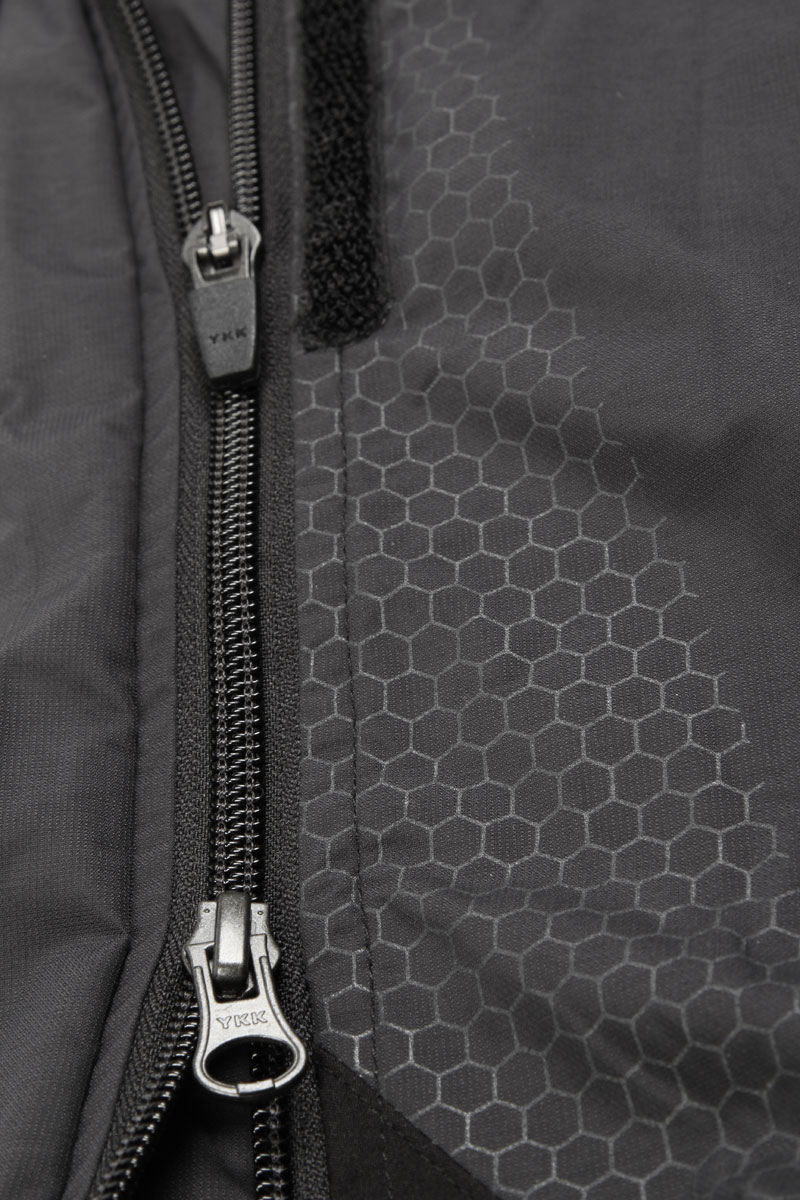 Full length 2way zip for rapid and easy removal