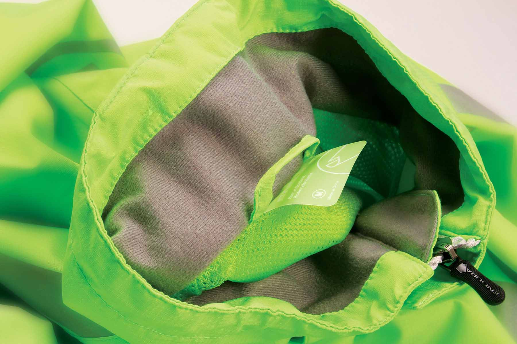 Cosy touch lining in handwarmer pockets and inner collar